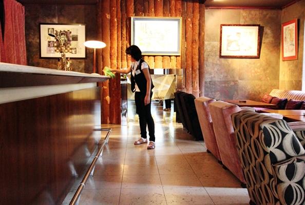 Уборка кафе, ресторанов, столовых фото